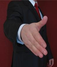 man in pak rood